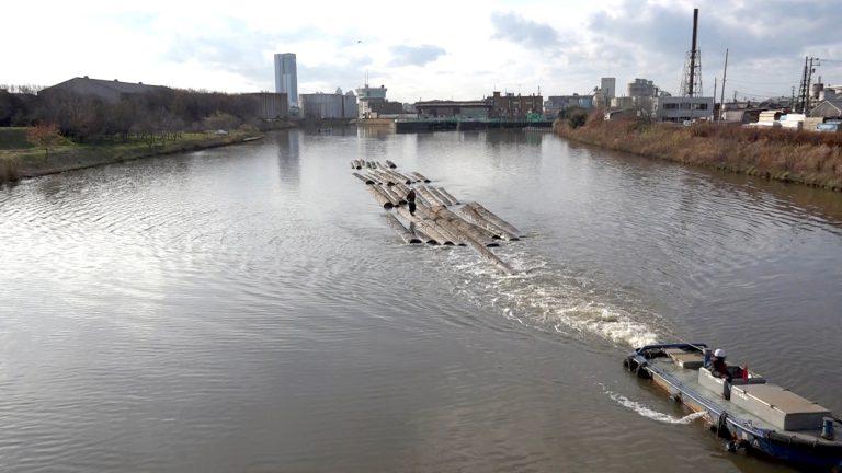 6月の新潟文化物語は「通船川」を特集(2)国内唯一の木材筏の曳航(えいこう)が幕を閉じた!
